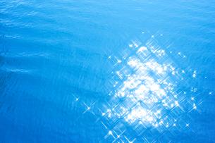 輝く水面の写真素材 [FYI01520649]