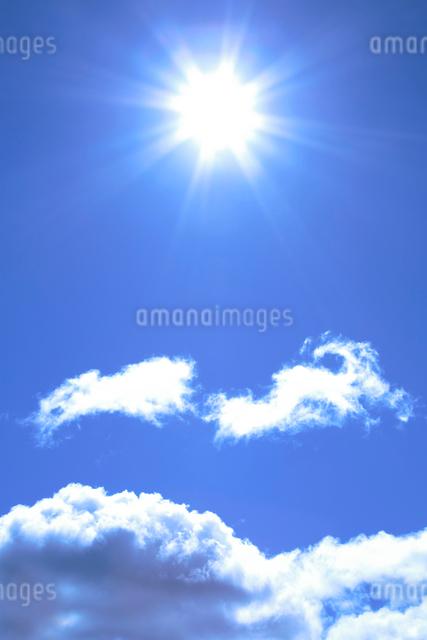 雲と太陽の写真素材 [FYI01520838]