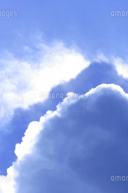 入道雲と光芒の写真素材 [FYI01520867]