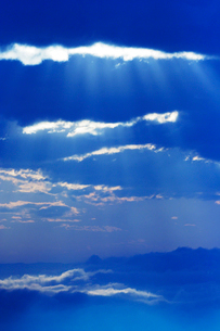 雲海と光芒 朝の写真素材 [FYI01521096]