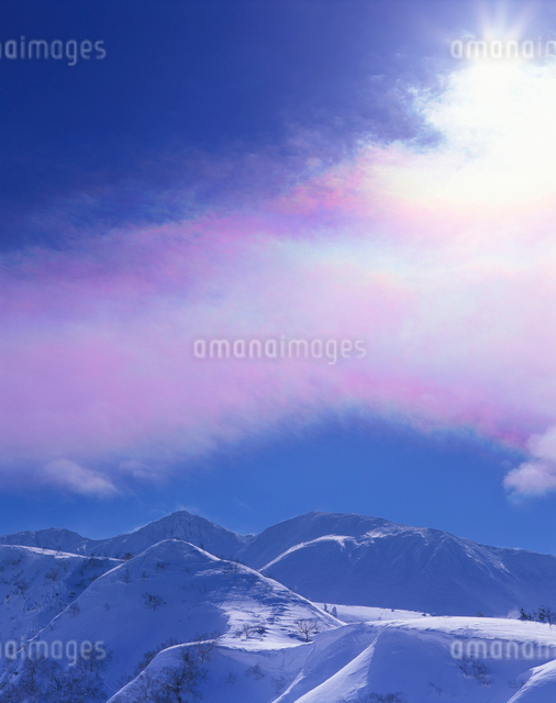 彩雲と三峰山の写真素材 [FYI01521672]