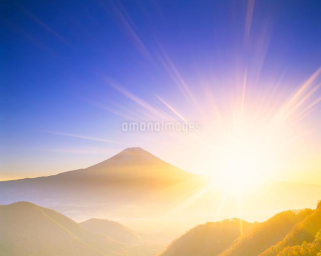 富士山と朝日の写真素材 [FYI01523207]