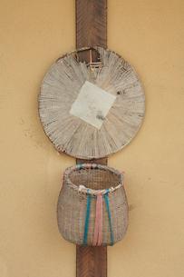笠と篭の写真素材 [FYI01523264]
