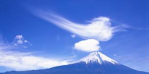 富士山とすじ雲の写真素材 [FYI01523583]