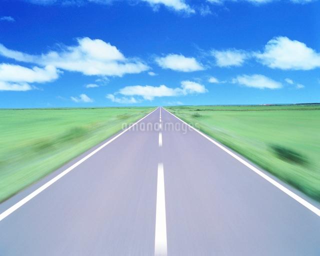 道路走行イメージの写真素材 [FYI01523706]