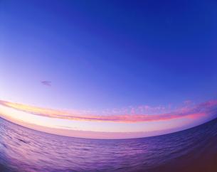 朝焼けの海の写真素材 [FYI01524109]