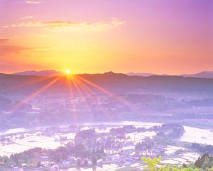 水田と山並(浅草岳方向)の写真素材 [FYI01524325]