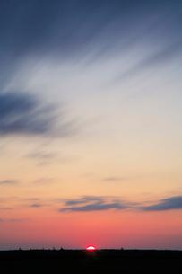 朝日と地平線の写真素材 [FYI01525026]