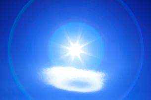 レンズ雲と太陽の写真素材 [FYI01525032]