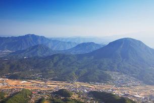 独鈷山と青木村の写真素材 [FYI01525180]