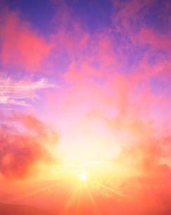 朝日と雲 八ケ岳方面 乗鞍岳の写真素材 [FYI01526039]