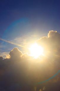 朝日と雲の写真素材 [FYI01526044]
