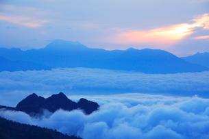 雲海と高妻山の写真素材 [FYI01527087]