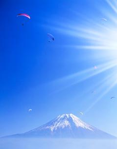 パラグライダーと富士の写真素材 [FYI01527367]