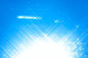 光芒とカモ もみじ湖の写真素材 [FYI01527538]