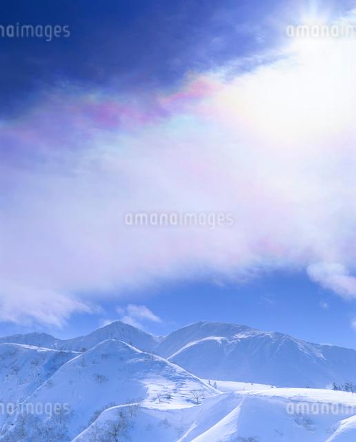 彩雲と三峰山の写真素材 [FYI01527654]