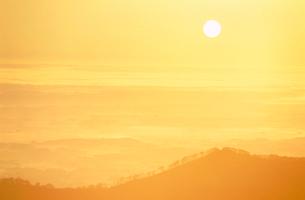 朝陽と十勝平原 日勝峠の写真素材 [FYI01528249]