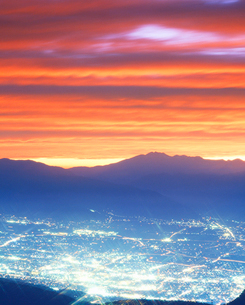乗鞍岳と松本市街夕景の写真素材 [FYI01529373]
