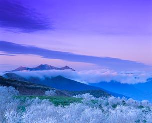 雨氷現象と穂高連峰夕景 乗鞍岳の写真素材 [FYI01529617]