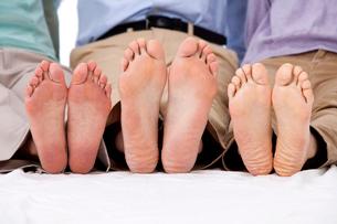 男女三人の足の裏の写真素材 [FYI01529896]