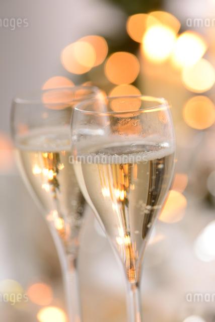シャンパングラスのパーティーイメージの写真素材 [FYI01530301]