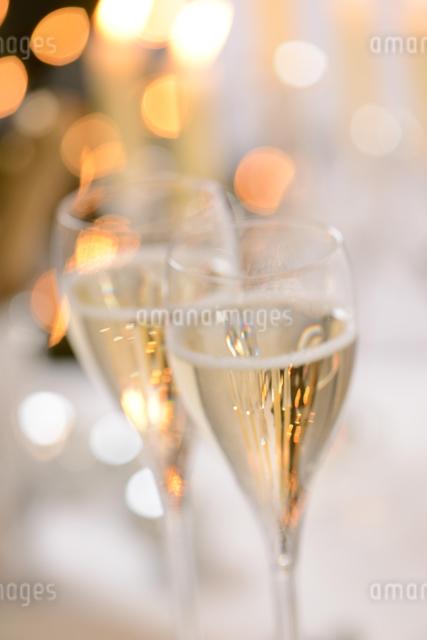 シャンパングラスのパーティーイメージの写真素材 [FYI01530318]
