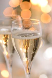 シャンパングラスのパーティーイメージの写真素材 [FYI01530351]