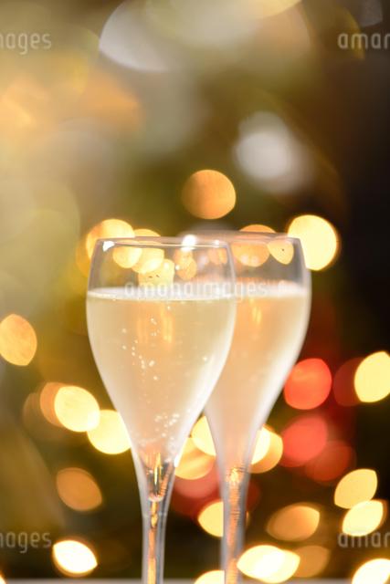 ネオンとシャンパンのイメージの写真素材 [FYI01530392]