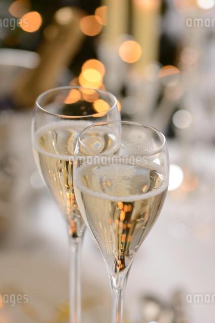 シャンパングラスのパーティーイメージの写真素材 [FYI01530396]