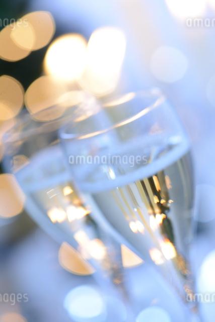 シャンパングラスのパーティーイメージの写真素材 [FYI01530416]