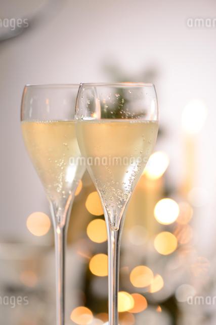 シャンパングラスのパーティーイメージの写真素材 [FYI01530710]