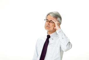 頭痛発熱の中年男性の写真素材 [FYI01531721]