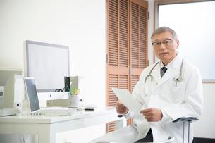 診察室の医者の写真素材 [FYI01532037]
