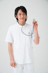 聴診器を持つ医者の写真素材 [FYI01533688]