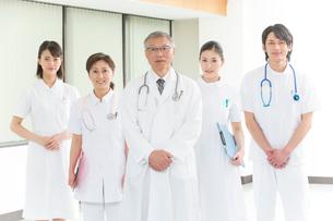 医者と看護師集合の写真素材 [FYI01533709]