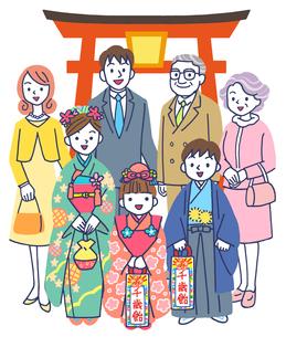 神社で七五三の三世代家族のイラスト素材 [FYI01535029]