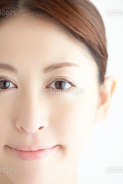 日本人女性のビューティーイメージの写真素材 [FYI01538066]