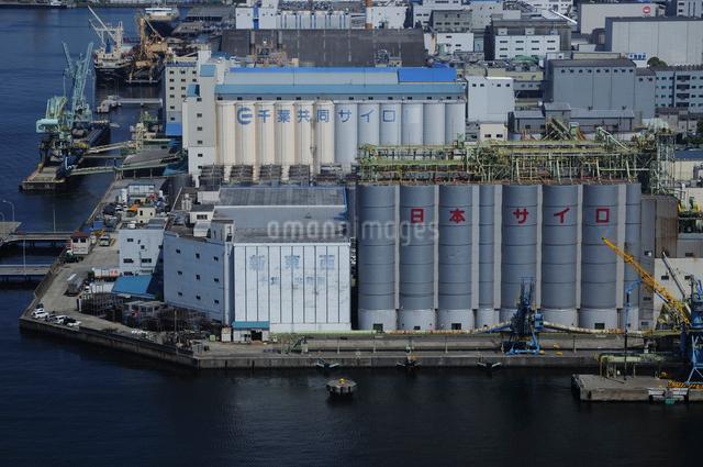 千葉港のサイロの写真素材 [FYI01538963]