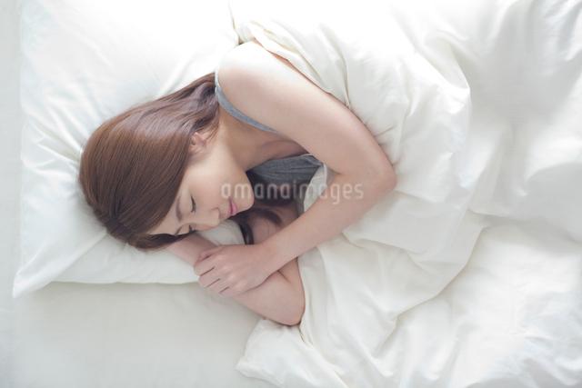 眠る女性の写真素材 [FYI01538990]