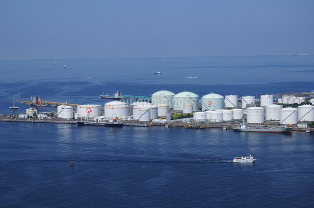 千葉港の燃料タンクの写真素材 [FYI01539732]