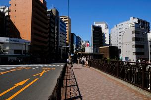 八丁堀駅と鍛冶橋通りの写真素材 [FYI01540922]