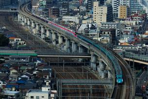 東北新幹線,スーパーこまちとつばさの写真素材 [FYI01541711]