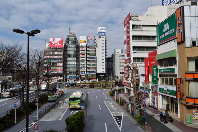 五反田駅東口とバスロータリーの写真素材 [FYI01543322]