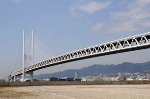 神戸深江港の大橋風景の写真素材 [FYI01543951]
