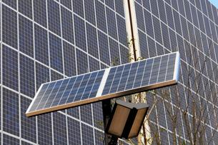 太陽光発電パネルのイメ-ジの写真素材 [FYI01544036]