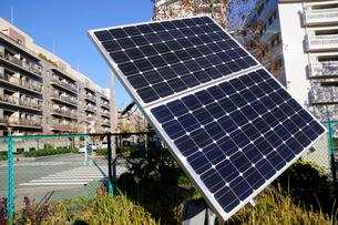 幕張ベイタウンの太陽光パネルの写真素材 [FYI01544293]