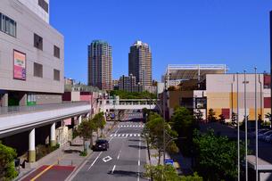 幕張ベイタウンの高層住宅と商業施設の写真素材 [FYI01544569]