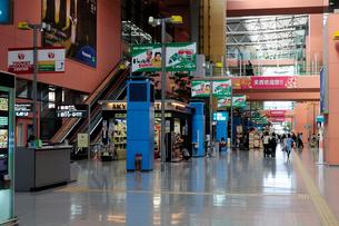 関西国際空港到着ロビーの写真素材 [FYI01544581]