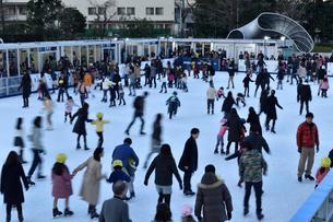 檜町公園のアイススケートリンクの写真素材 [FYI01544832]