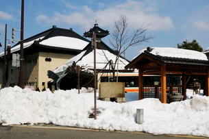 城崎温泉街並みの雪景色の写真素材 [FYI01545223]